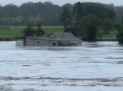 Ogromne poplave u Australiji, voda nosila kuće