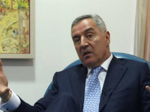 SPC udarna sila velikosrpskog nacionalizma, Joankije ustoličen nakon helikopterkog desanta