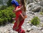 Majka i kći lutale Biokovom bez opreme. Djevojčicu su HGSS-ovci morali nositi s planine