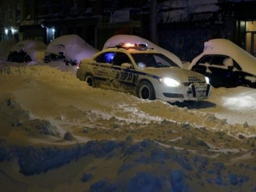 Majka i dijete preminuli u autu dok je otac čistio snijeg