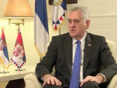 Nikolić: 'Klečim i tražim oprost za Srbiju zbog Srebrenice'