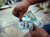 Dolar dosegnuo najvišu razinu u dvije godine, a onda jako pao