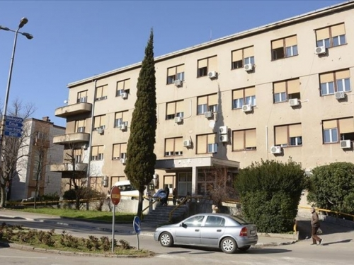 Prepolovljen broj osoba koje su hospitalizirane u SKB-u Mostar zbog korone