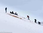Saharu prekrio snijeg, napadalo gotovo metar snijega