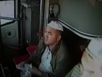 VIDEO: Vozač autobusa umro za volanom, suvozač spasio putnike