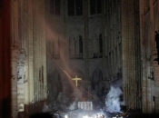 Suze na ulicama Pariza: 'To je naša povijest, obnovit ćemo ju'