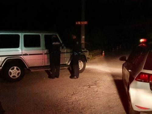 Konjic: Automobil sletio s mosta u Neretvu, vozač isplivao, potraga za djevojkom