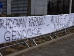Čeka se presuda Radovanu Karadžiću, incident pred zgradom suda