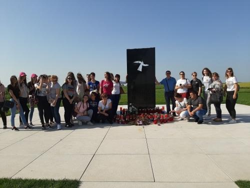 FOTO: Zbor sv. Franje i zbor mladih iz župe Rumboci posjetili Vukovar