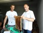 FOTO/VIDEO: Slatka zarada - 700 kila meda Željko proda bez problema