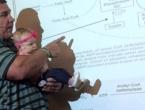 Studentici otkazala dadilja u zadnji čas, pa profesor održao predavanje s bebom u rukama