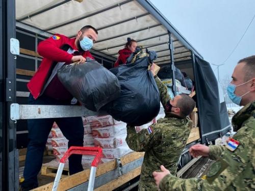 Crveni križ FBiH uručio pomoć Petrinji