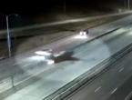 Kakav majstor: Pilot sletio avionom na autocestu, između jurećih automobila