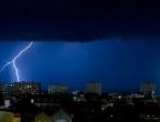 Jaka oluja pogodila Francusku, 100.000 kućanstava ostalo bez struje