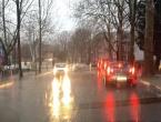 Kolnici mokri i skliski - vožnju otežavaju jaki udari vjetra