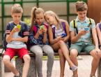 Većina djece drži mobitel uz krevet