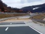 Vodena bujica zaustavila promet na autoputu Kakanj - Zenica