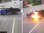 VIDEO: Motociklom se zabio u kamion i zapalio