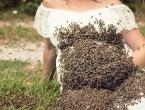 Trudnica pozirala s više od 20 tisuća pčela na svom trbuhu