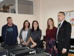 Ministar Josip Grubeša uručio vrijednu donaciju OŠ Ivan Mažuranić Gračac