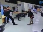 U policijsku postaju upao čovjek s nožem, policajac uradio nešto neočekivano!