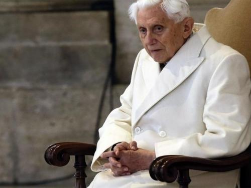 Bivši papa Benedikt XVI vrlo slabog zdravstvenog stanja