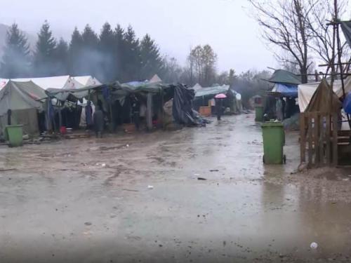 Vučjak poplavljen, vjetar uništio šatore, nastradala i improvizirana džamija