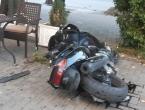 Mostar: Motocikl završio u bašti kafića, vozač prevezen u bolnicu