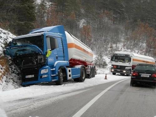 Tomislavgrad: Kamionom sletio s magistrale