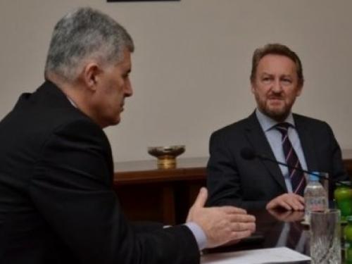 Što će Čović tražiti od Izetbegovića na subotnjem sastanku?