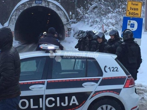 Prijevoj Ivan: Htio proći na silu, pa prosvjednici oborili stablo