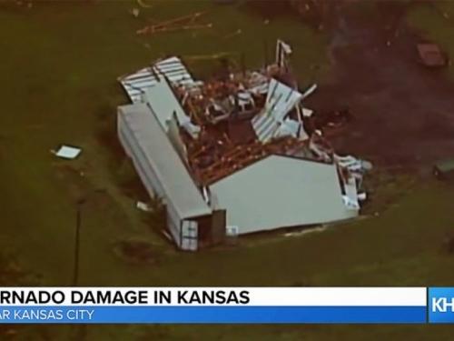Dvadeset tornada poharalo Kansas: Oštećene kuće, iščupana stabla...