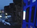 U kamionu koji se prevrnuo u Okučanima krili se migranti: Četvero mrtvih, jedan se bori za život