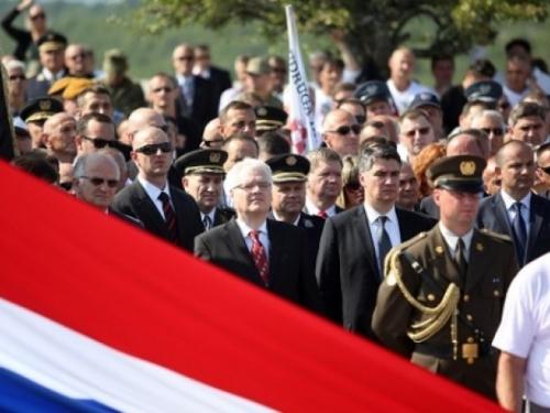 Milanović i Josipović zvižducima i negodovanjem dočekani u Kninu