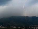 Snažno grmljavinsko nevrijeme praćeno jakom kišom pogodilo Mostar