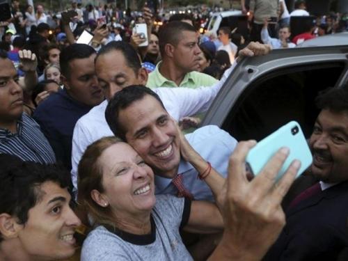 Guaido krenuo na pohod prema predsjedničkom uredu