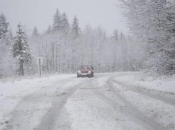 Zbog jakog vjetra i snijega otežan promet diljem BiH