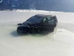 Vozač izgubio kontrolu i završio na ledu Blidinjskoga jezera