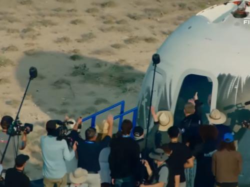 Jeff Bezos uspješno je odletio u svemir - i vratio se na Zemlju