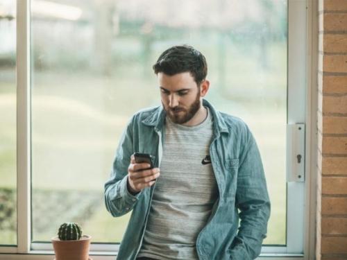 Moderna ovisnost: Trećina mladih ovisna o mobitelima