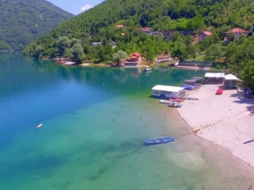 U Jablaničkom jezeru se utopio muškarac