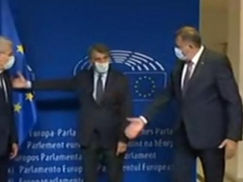 Dodik odbio stati uz Džaferovića prilikom fotografiranja s predsjednikom Europskog parlamenta