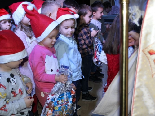 Sv. Nikola posjetio mališane dječjeg vrtića Ciciban u Prozoru