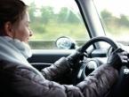Upozoravaju se vozači na moguće odrone kamenja i zemlje