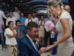 VIDEO: Na svadbenoj zabavi kum na originalan način zaprosio djevojku