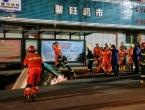 U Kini se otvorila ogromna rupa na cesti: Progutala autobus, 6 mrtvih