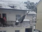 Tomislavgrad: Snijeg srušio dimnjak i oštetio dio krovišta obiteljske kuće