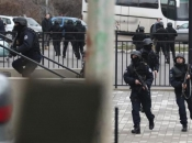 Opsadno stanje u Mitrovici: Gradom odjekuju pucnjevi i sirene za uzbunu