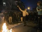 Nasilje u pariškim predgrađima, vlada na udaru kritika