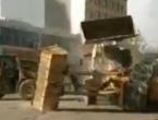 Bijesni radnici se nasred ulice potukli bagerima!